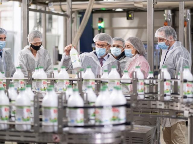 La Xunta respalda la I+D+I y la profesionalización en el sector lácteo