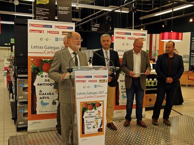 Las empresas muestran el compromiso con las Letras Galegas poniendo de relieve la figura de Carlos Casares